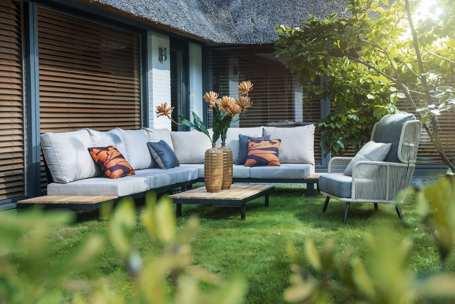 Funsui corner set + Tsubasa lounge chair, naturel / soil | Yoi Oisterwijk