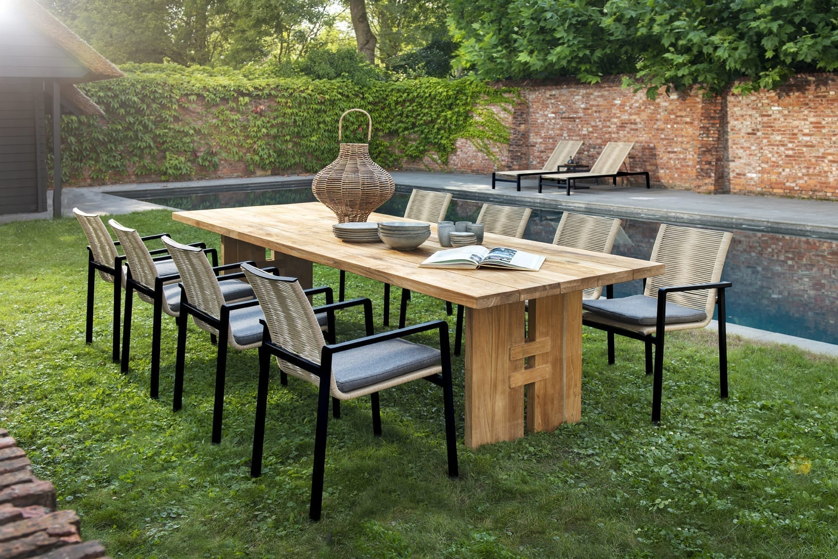 Ishi stackable dining chairs, black / naturel + Zen table 300x100 | Yoi Oisterwijk